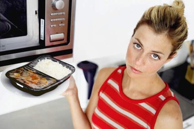 Вещи, которые нельзя класть в микроволновую печь