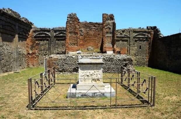 Мумию древнего священника нашли в Помпеях