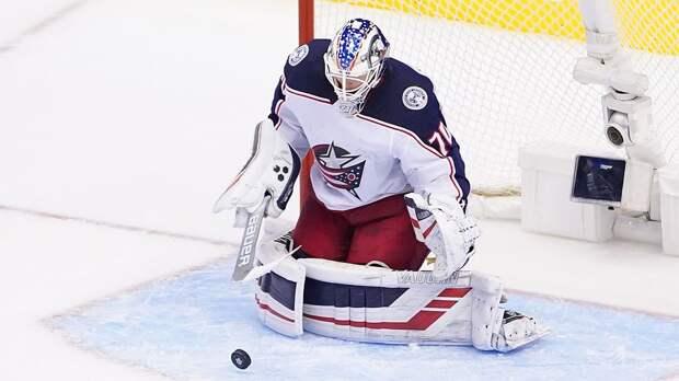 Вратарь «Коламбуса» Корписало побил рекорд НХЛ по количеству сэйвов в одном матче