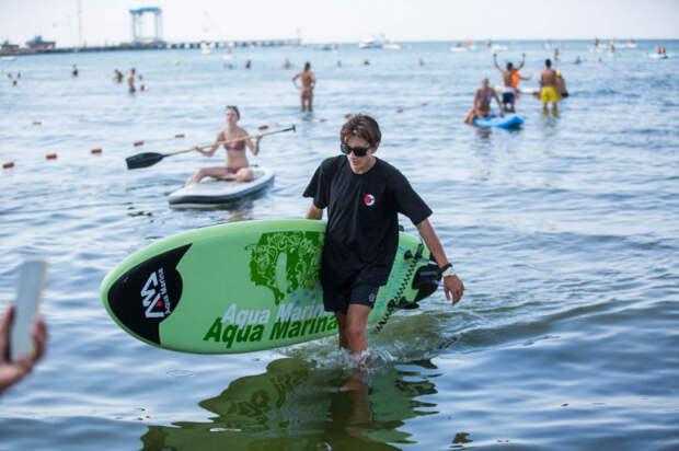 В Анапе прошел заплыв на сапах: первый фестиваль  ANAPA SUP FEST