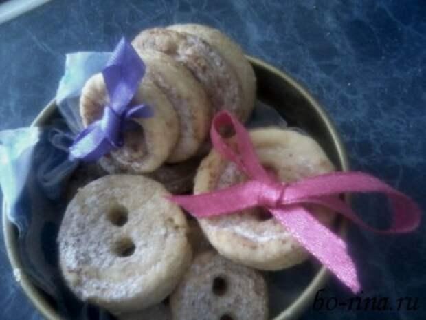оформленное печенье-пуговица