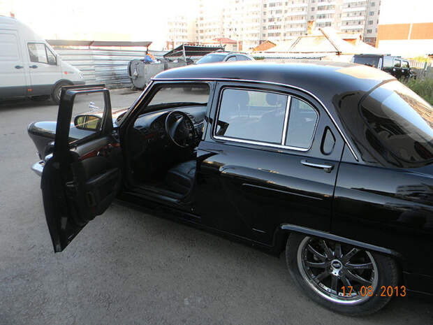 Понадобилось три ГАЗ-21 «Волга» и один Mercedes-Benz W211 E500, чтобы сделать этот проект