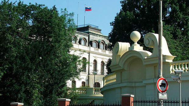 У посольства России в Праге произошла стычка между демонстрантами
