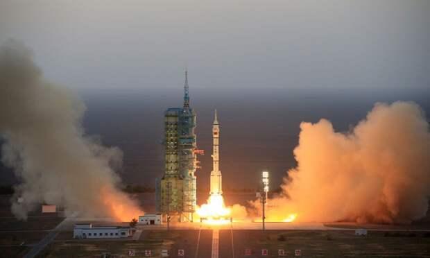 Китай успешно вернул на Землю многоразовый космический корабль (фото)