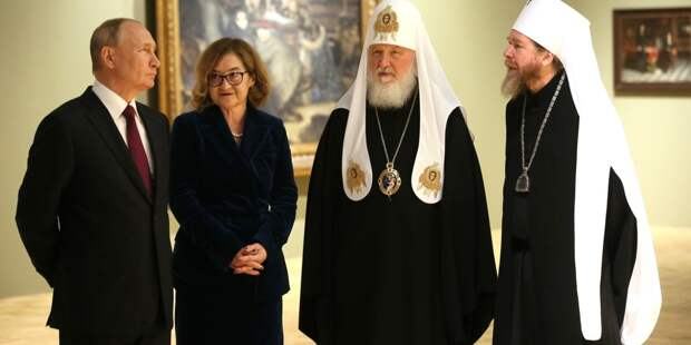 Путин в День России посетил выставку к 800-летию Александра Невского в Третьяковской галерее