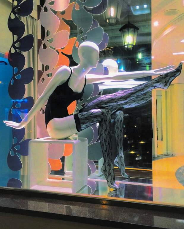 11. Удачный пример оформления витрины, хоть и без юмора витрина, креативно, мерчендайзер, оформление, с юмором