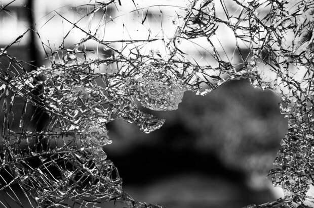 Возле дома на Башиловской убрали разбитое окно