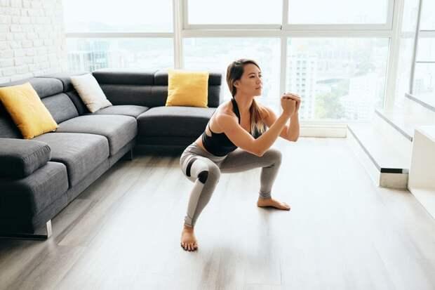 Тренировка ног и ягодиц дома — 3 базовых упражнения для женщин