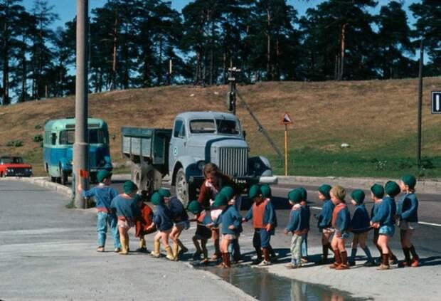 058 Детский сад на прогулке. Эстония
