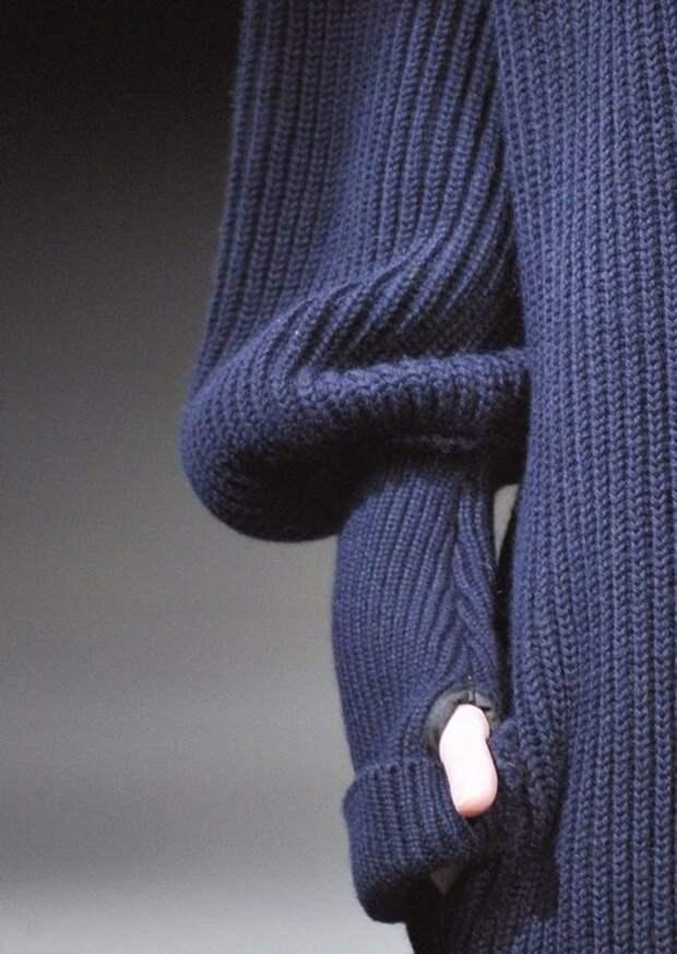 Интересная деталь на вязаной манжете
