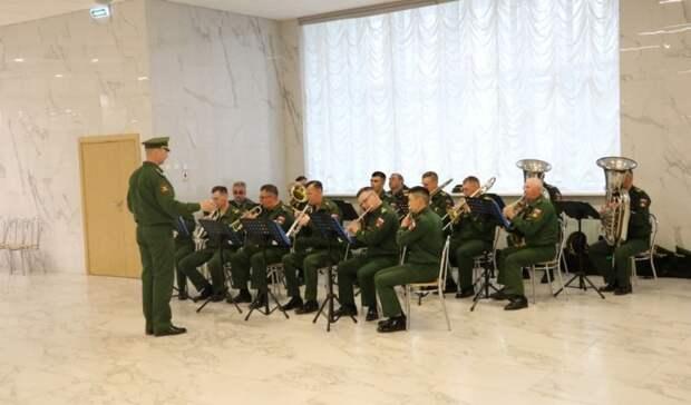 """В Оренбурге ветеранов поздравили праздничным концертом """"Салют, Победа!"""""""