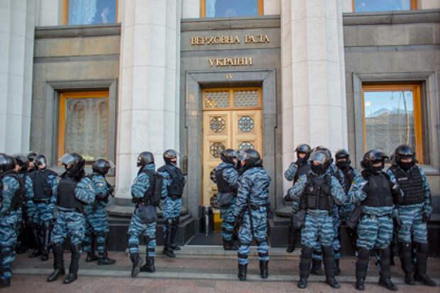 Охране Верховной Рады выдали автоматы