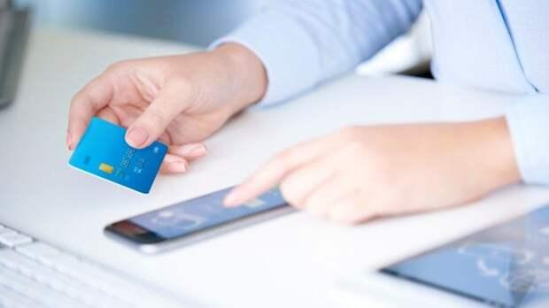 Банки разрешат россиянам снимать деньги счужой карты