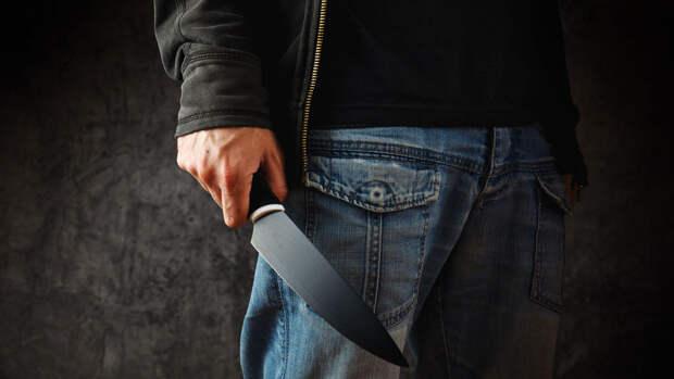 В Петербурге неизвестный напал с ножом на школьницу