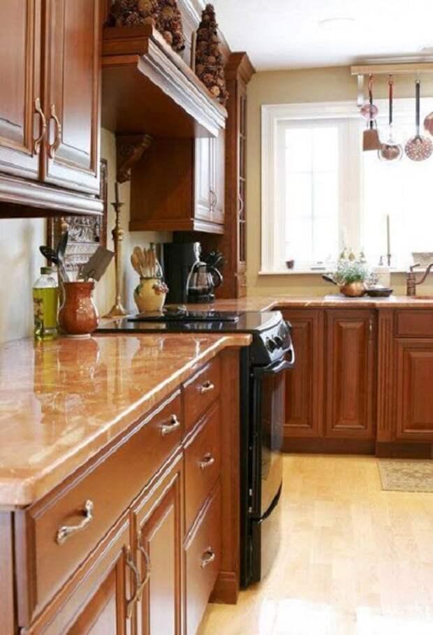 Прекрасный и хороший вариант для оформления кухни в коричневых тонах, что впечатлит и понравится точно.
