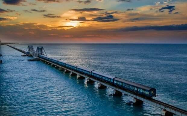 7 поездов, которые проходят через самые необычные места, image #11