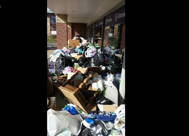 Благотворительный магазин в Австралии засыпали 7 тоннами мусора