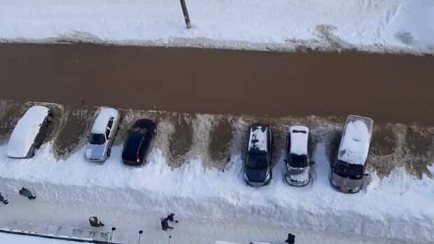 В Нижнем Новгороде на проспекте Ленина прорвало водопровод