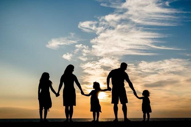 Подать заявление на получение единовременной выплаты семьи с детьми могут до 1 ноября