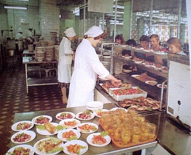 Чем на самом деле кормили людей в советских столовых.