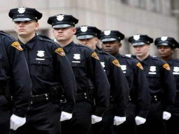 Американцы отказываются работать в полиции. Перед тяжелым летом острая нехватка полицейских