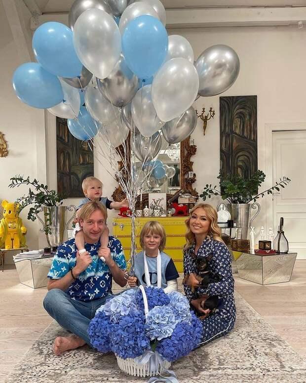Один год! Яна Рудковская поздравила маленького Арсения с днем рождения