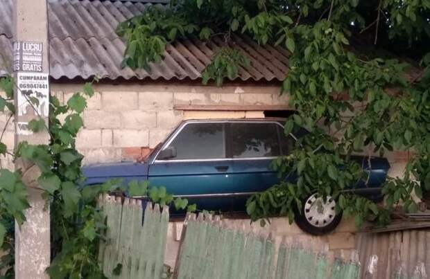 Где-то в Молдове гараж, гаражи, за гаражами, забавно, прикол, юмор
