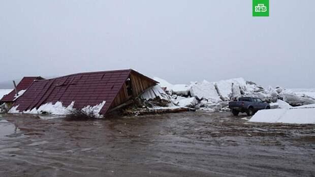Мощный ледоход снес магазин в Хабаровском крае