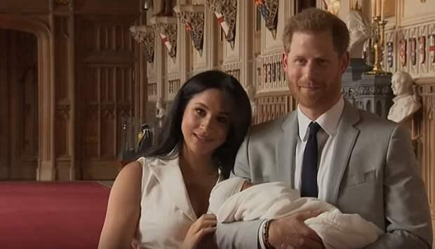 Британцы обрушились с критикой на Елизавету II из-за поздравления праправнука