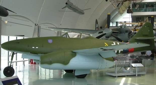 Messerschmitt Me. 262   « Schwalbe ».                                                                                                         Фото из свободного источника.