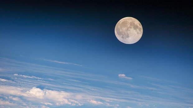 Гигантская Луна укатилась на празднике в Китае