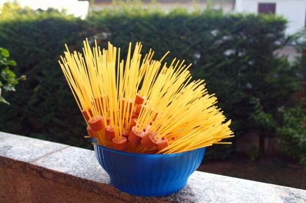 необычные сосиски со спагетти