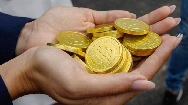 Стоимость биткоина резко обрушилась после очередного рекорда