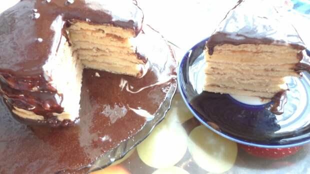Торт на сковороде с шоколадной глазурью. Очень выручает на Даче.