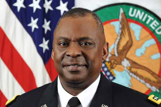 Пентагон впервые возглавил афроамериканец