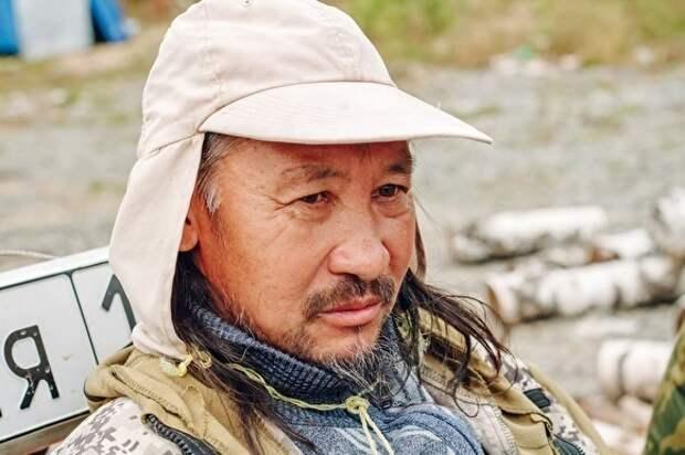 Якутского шамана, который шел «изгонять Путина», задержали и увезли в психбольницу