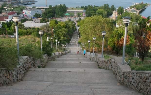 Митридатские лестницы в Керчи откроют ко Дню Победы