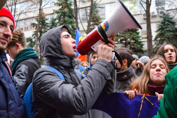 Полиция просит граждан не выходить на незаконные акции