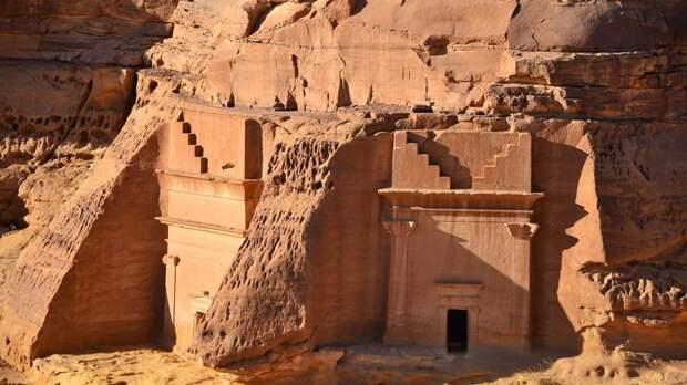 Хегра: древний город набатеев, вырубленный в скалах посреди пустыни