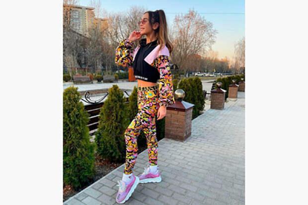 Костюм Versace на новом фото Бузовой вызвал споры в сети