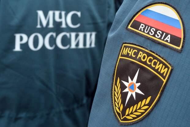 Четверо погибли при падении снега с крыши здания в Алтайском крае