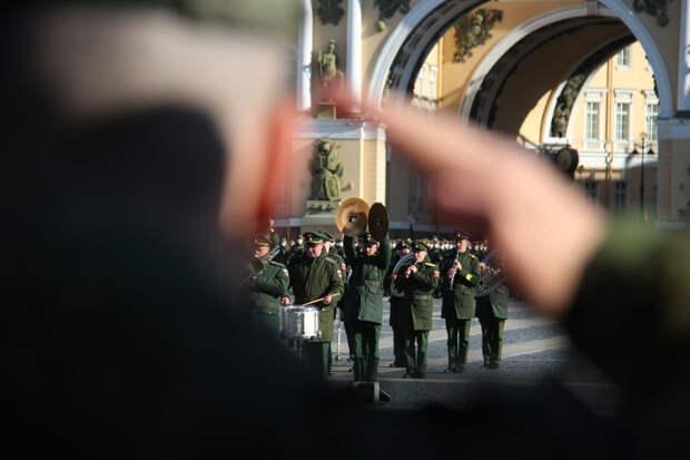 Четыре тысячи военных отрепетировали парад Победы в Петербурге