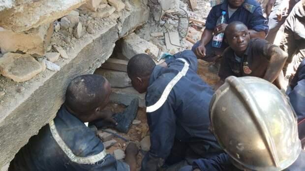При обрушении жилого дома в Мали погибли 12 человек