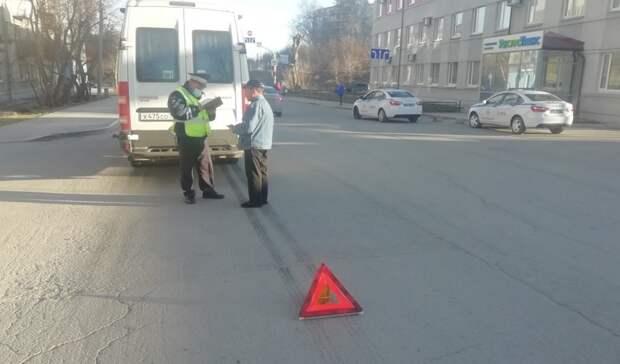 Школьника сбил маршрутный микроавтобус вЕкатеринбурге