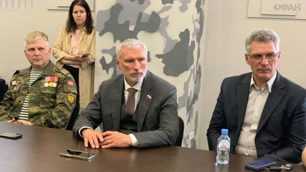 «Нечем удержать специалистов»: депутат Журавлев выслушал жалобы новгородцев