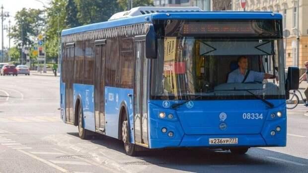 Пешеход попал под колеса автобуса в центре Москвы