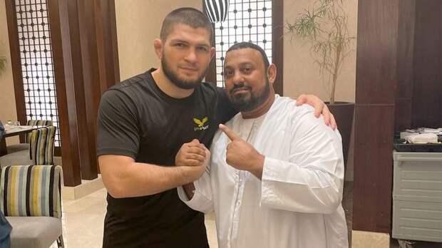 Хабиб показал фото из Мекки с «братьями»