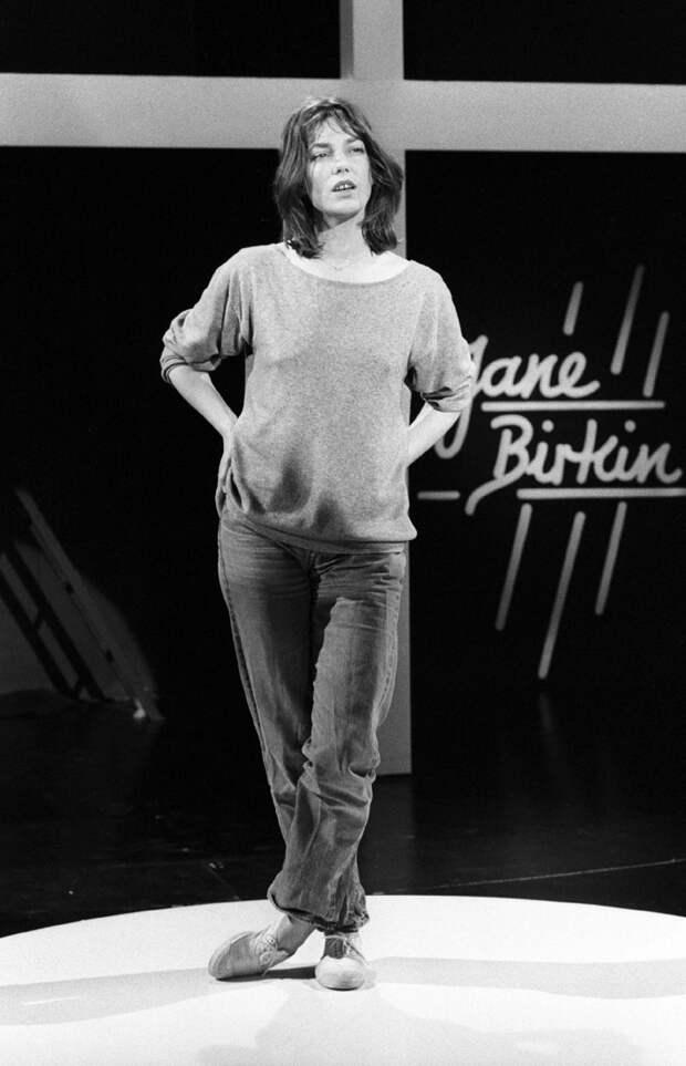 От мини и клешей до мужских вещей: стильные приемы Джейн Биркин, которые актуальны в 2021 году