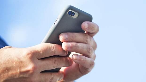 Психолог рассказал, как можно оторвать человека от телефона
