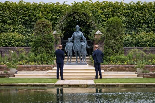 Статуя принцессы Дианы появилась в саду Кенсингтонского дворца